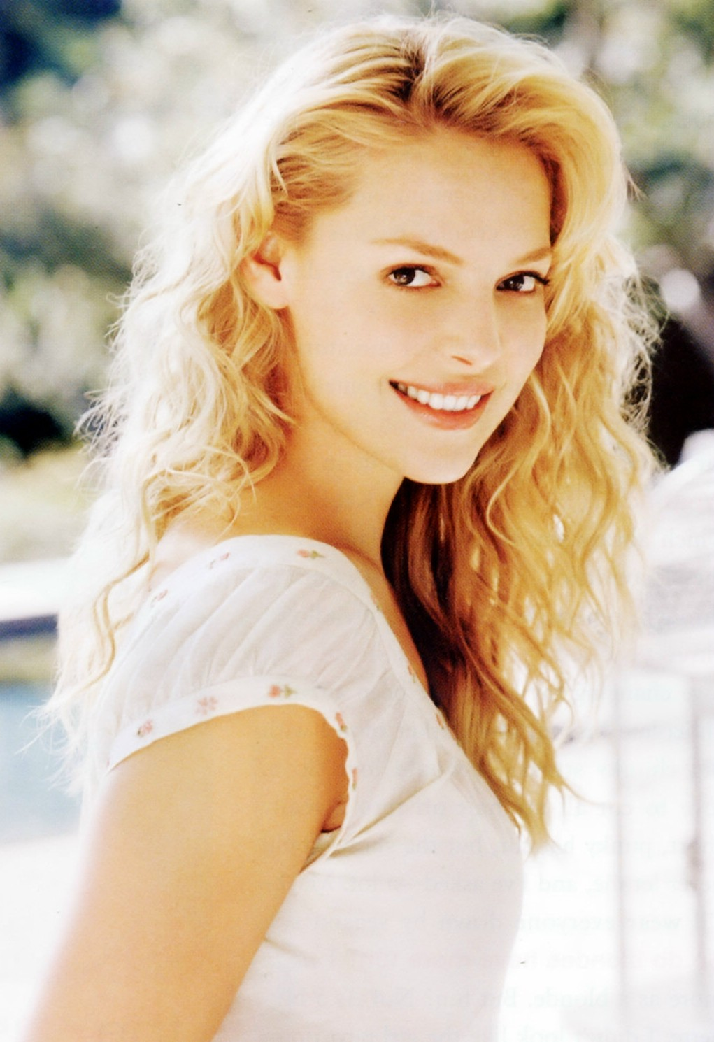 http://sweetcelebrity.files.wordpress.com/2008/05/katherine-heigl_org-modeling002-002.jpg