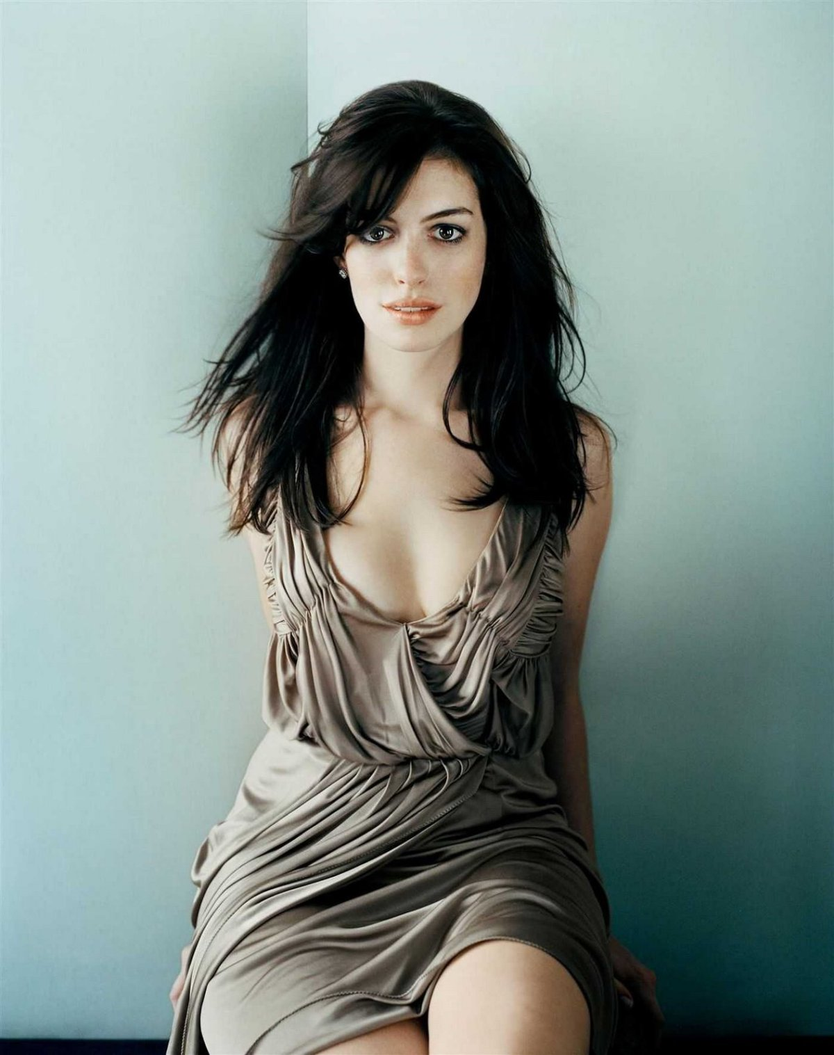 http://sweetcelebrity.files.wordpress.com/2008/06/hathaway-002.jpg?w=1200