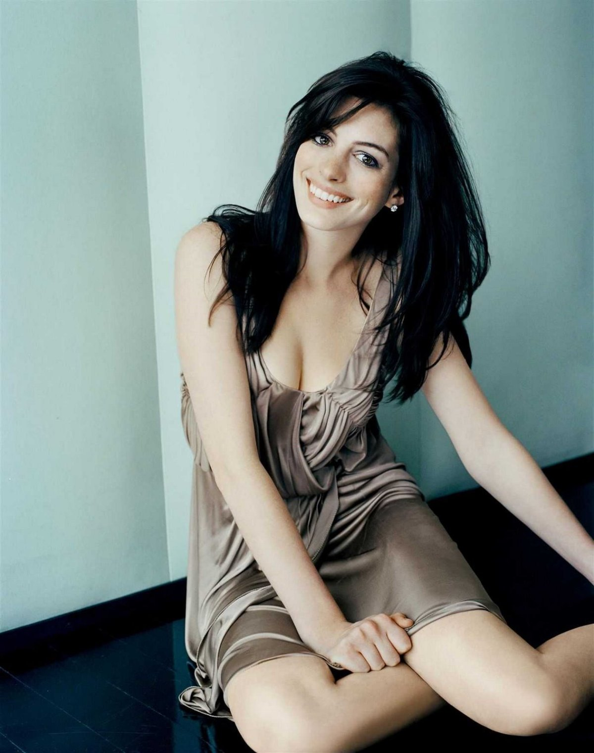 http://sweetcelebrity.files.wordpress.com/2008/06/hathaway-003.jpg?w=1200