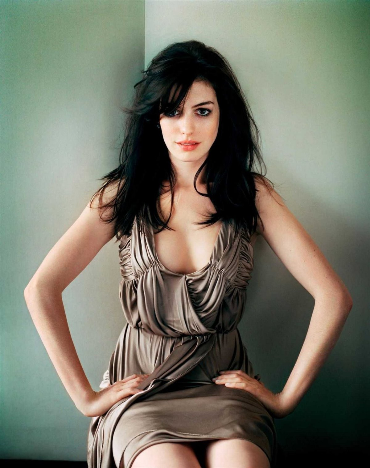 http://sweetcelebrity.files.wordpress.com/2008/06/hathaway-011.jpg?w=1200